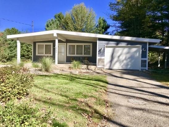 Single Family Residence, Ranch - Canadian Lakes, MI (photo 3)