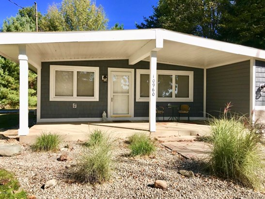 Single Family Residence, Ranch - Canadian Lakes, MI (photo 4)