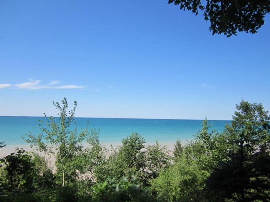 Lot - Manistee, MI (photo 1)