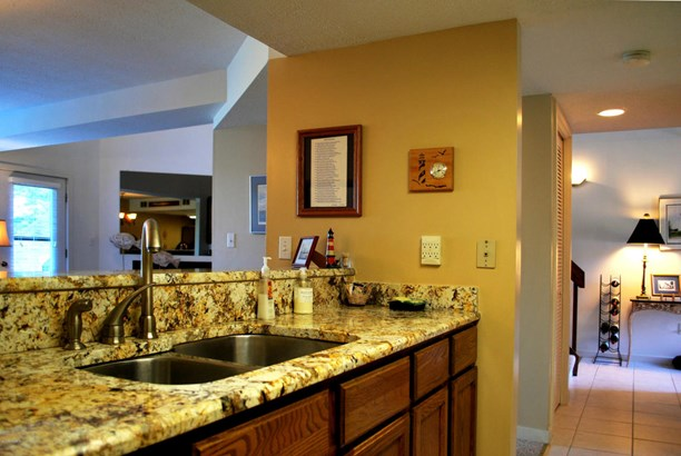Condominium, Contemporary - Ludington, MI (photo 4)