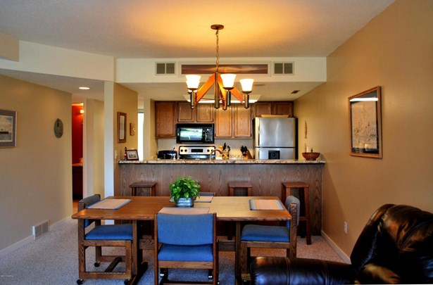 Condominium, Contemporary - Ludington, MI (photo 5)