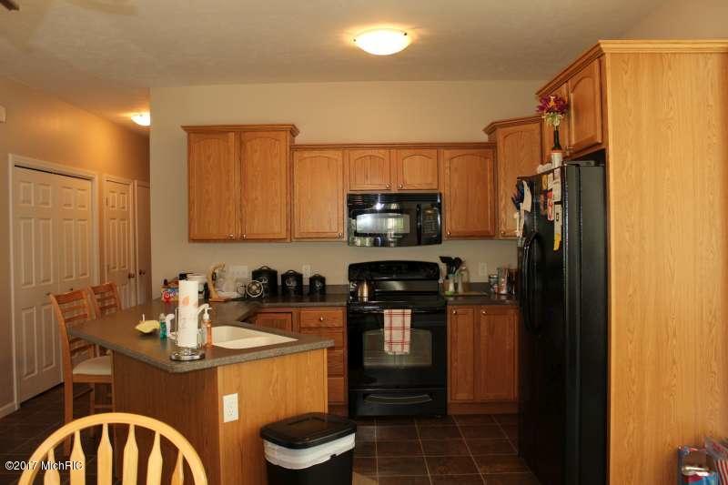 Condominium, Ranch - Fruitport, MI (photo 2)