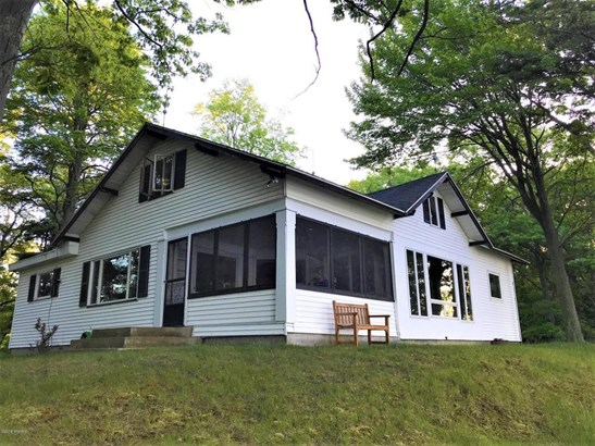 Cabin/Cottage, Single Family Residence - Free Soil, MI (photo 1)