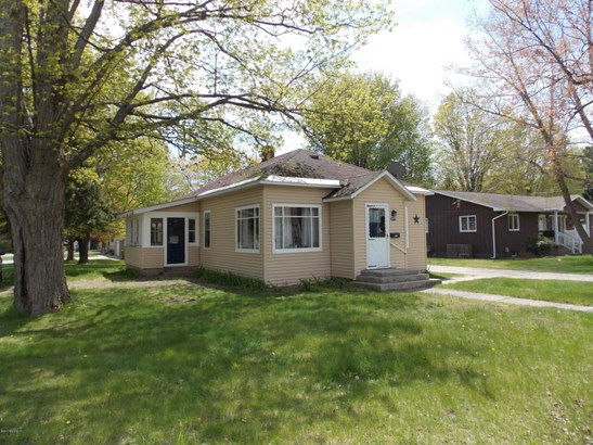 Single Family Residence, Bungalow - Montague, MI (photo 2)