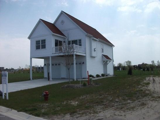 Single Family Residence, Traditional - Muskegon, MI (photo 3)