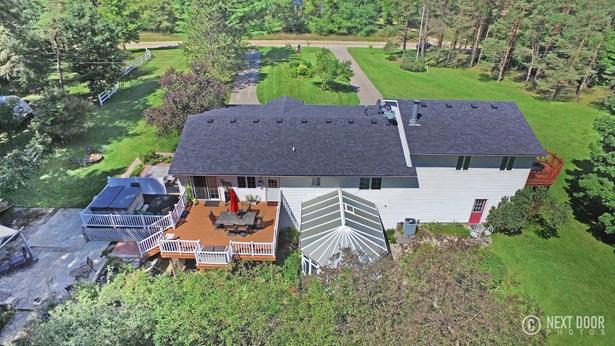 Tri-Level, Single Family Residence - Nunica, MI (photo 4)