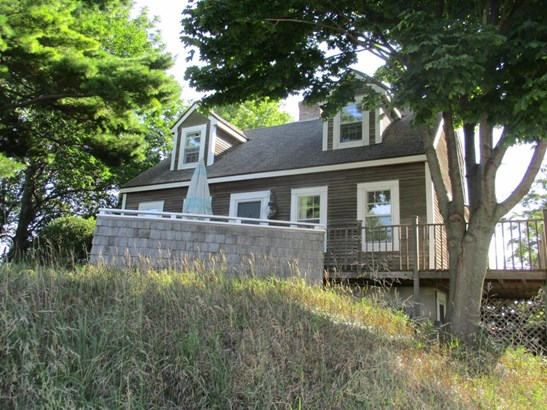 Cape Cod, Single Family Residence - Ludington, MI (photo 2)