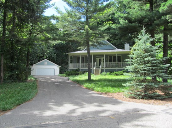 Cabin/Cottage, Single Family Residence - Fennville, MI (photo 1)