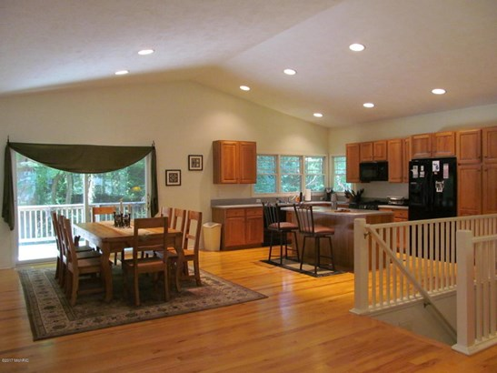 Cabin/Cottage, Single Family Residence - Fennville, MI (photo 2)