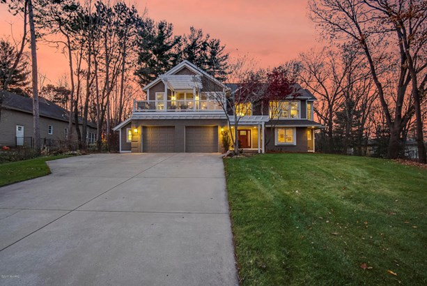 Single Family Residence, Traditional - Grand Haven, MI (photo 2)