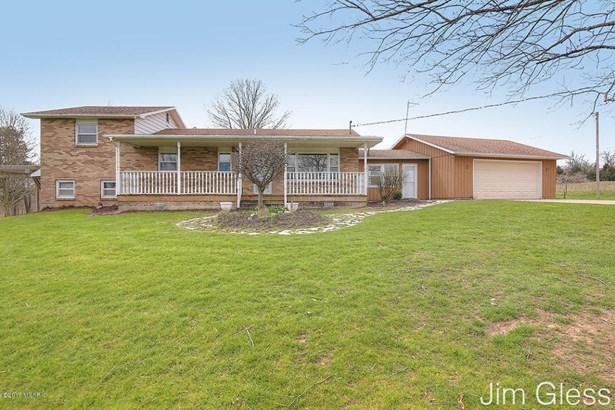 Single Family Residence, Bi-Level - Middleville, MI (photo 1)