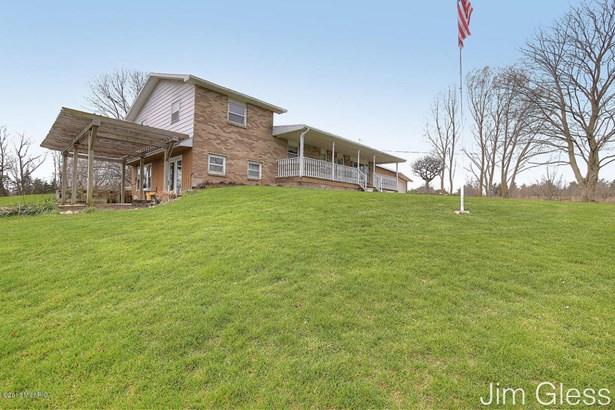 Single Family Residence, Bi-Level - Middleville, MI (photo 2)