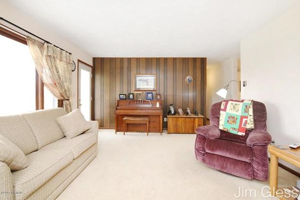 Single Family Residence, Bi-Level - Middleville, MI (photo 4)