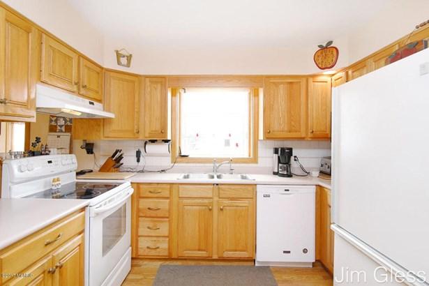 Single Family Residence, Bi-Level - Middleville, MI (photo 5)