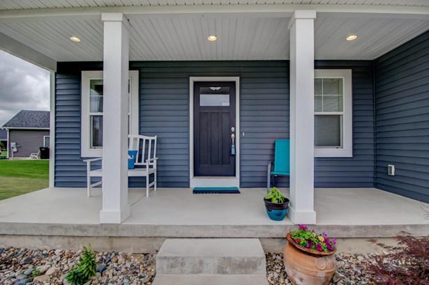 Single Family Residence, Traditional - Wyoming, MI (photo 5)