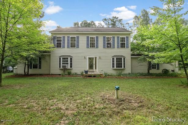 Single Family Residence, Colonial - White Cloud, MI
