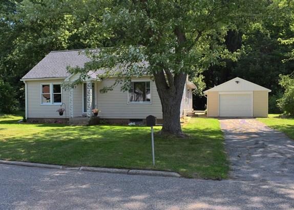 Single Family Residence, Traditional - Scottville, MI