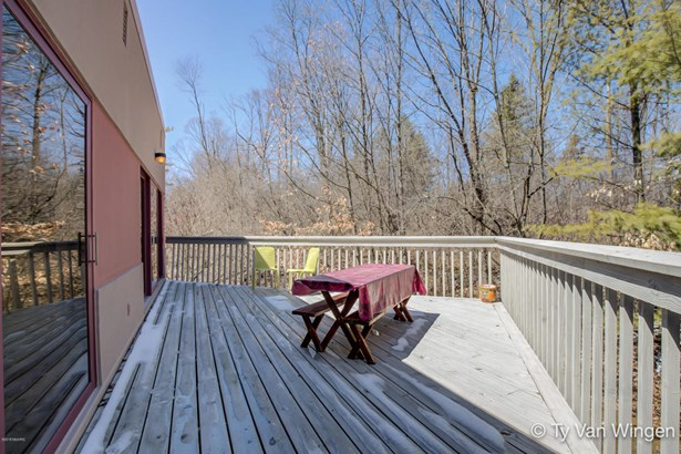 Single Family Residence, Contemporary - Grand Rapids, MI (photo 5)