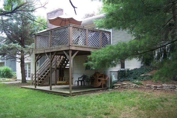 Single Family Residence, Ranch - Kentwood, MI (photo 2)