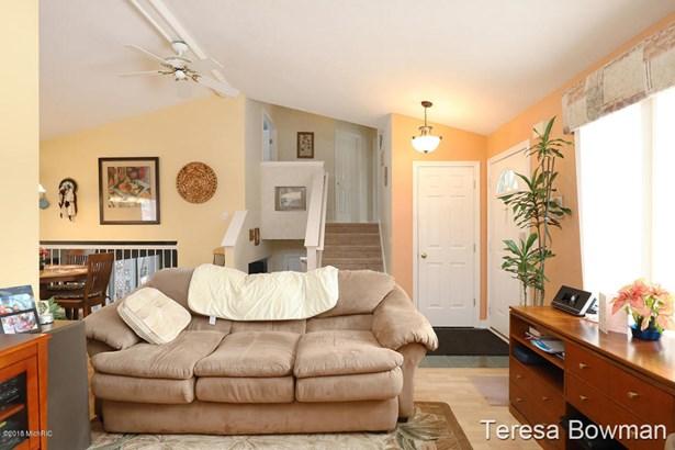 Tri-Level, Single Family Residence - Kentwood, MI (photo 5)