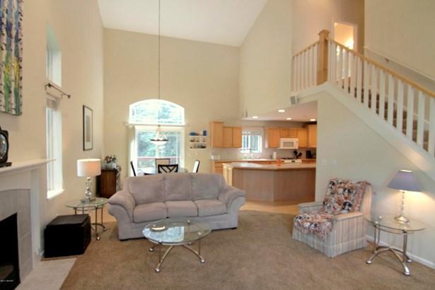 Single Family Residence, Contemporary - Belmont, MI (photo 3)