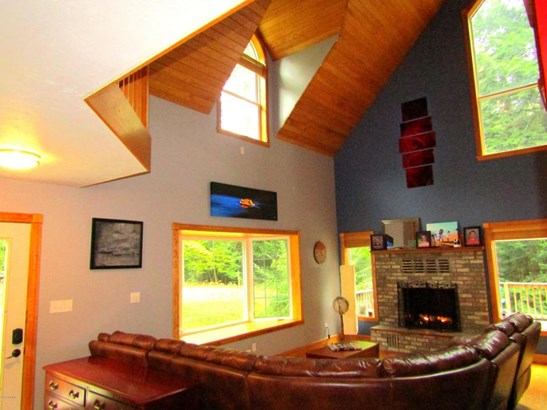 Single Family Residence, Contemporary - Ludington, MI (photo 3)