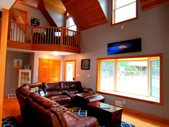 Single Family Residence, Contemporary - Ludington, MI (photo 4)