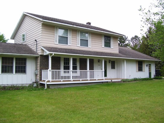 Single Family Residence, Traditional - Fremont, MI (photo 1)