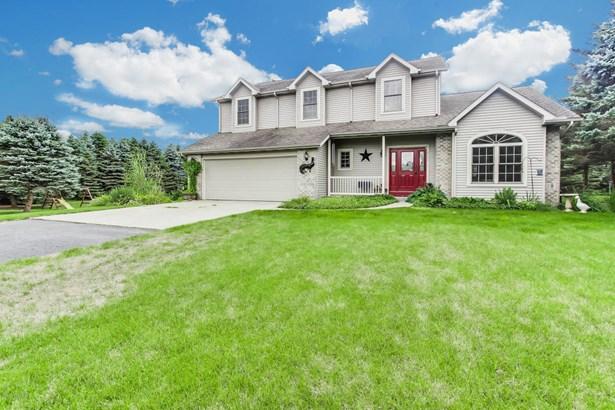 Single Family Residence, Traditional - Hamilton, MI (photo 2)
