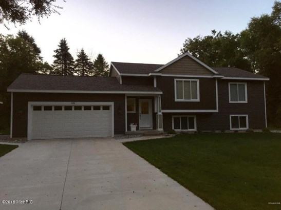 Single Family Residence, Bi-Level - Lowell, MI (photo 1)