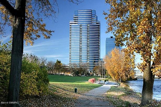Condominium, Traditional - Grand Rapids, MI (photo 1)
