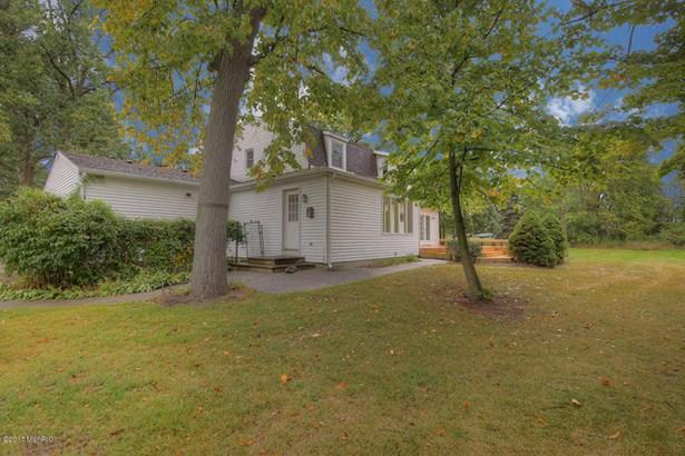 Single Family Residence, Colonial - Holland, MI (photo 4)