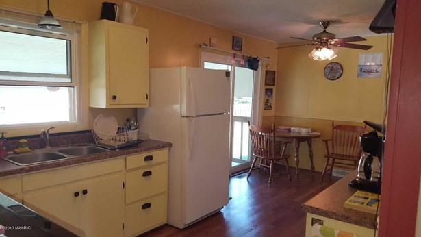 Single Family Residence, Ranch - Hesperia, MI (photo 3)