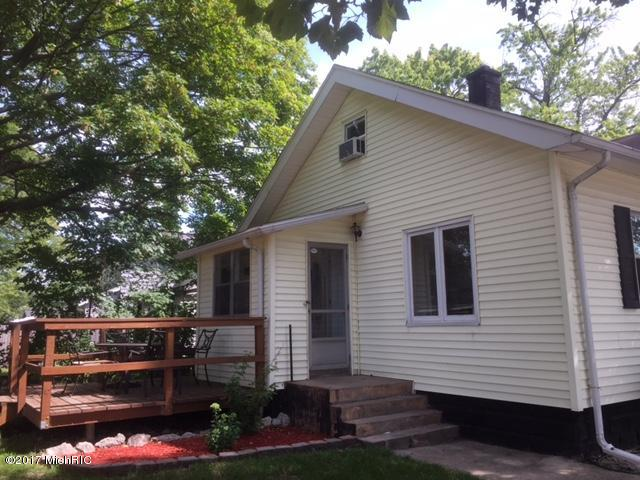 Single Family Residence, Traditional - Wyoming, MI (photo 4)