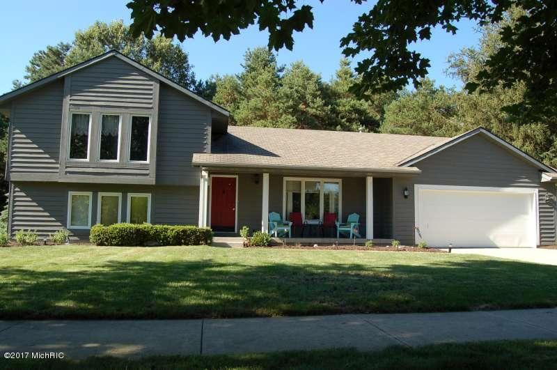 Single Family Residence, Quad Level - Rockford, MI (photo 2)