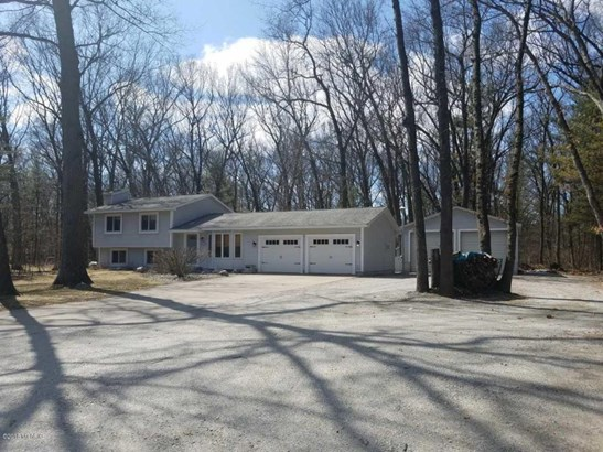 Single Family Residence, Quad Level - Twin Lake, MI (photo 2)