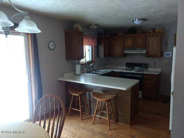 Single Family Residence, Quad Level - Twin Lake, MI (photo 5)