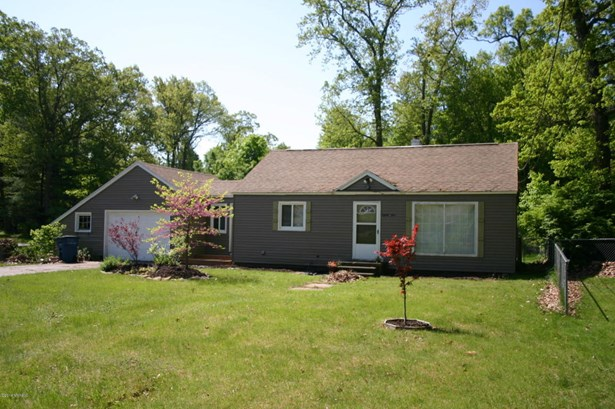 Single Family Residence, Ranch - Fruitport, MI (photo 2)