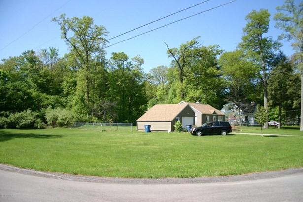 Single Family Residence, Ranch - Fruitport, MI (photo 4)