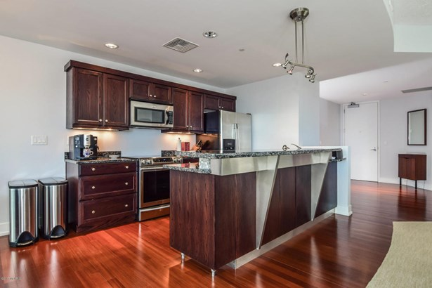 Condominium, Contemporary - Grand Rapids, MI (photo 5)