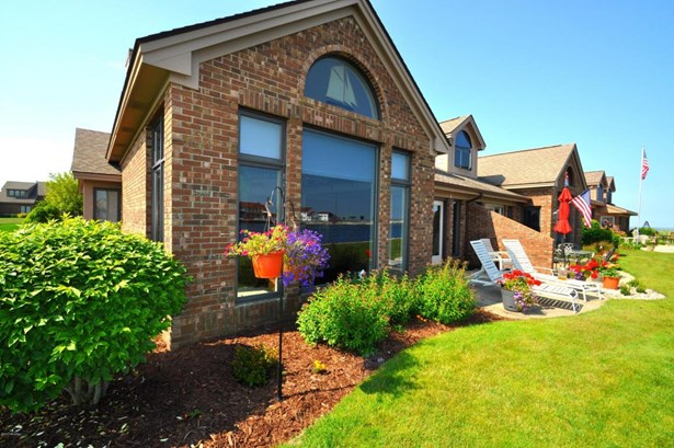 Condominium, Contemporary - Ludington, MI (photo 1)