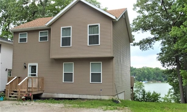 Single Family Residence, Traditional - Grant, MI (photo 1)