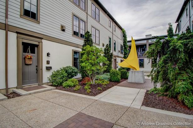 Condominium, Contemporary - East Grand Rapids, MI (photo 2)