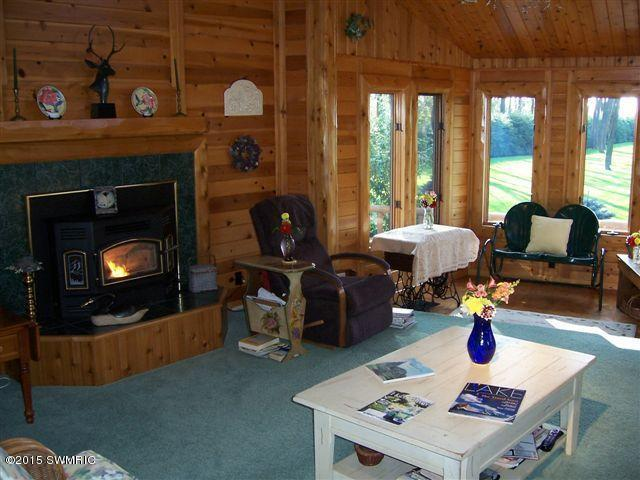 Chalet, Single Family Residence - Montague, MI (photo 5)