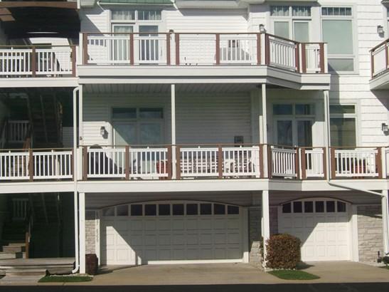 Condominium, Contemporary - Montague, MI (photo 2)