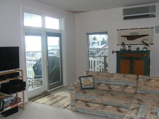 Condominium, Contemporary - Montague, MI (photo 5)