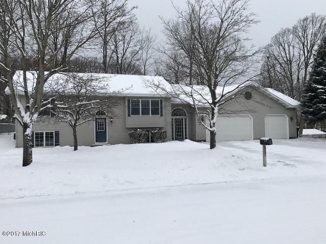 Single Family Residence, Bi-Level - Ludington, MI (photo 1)