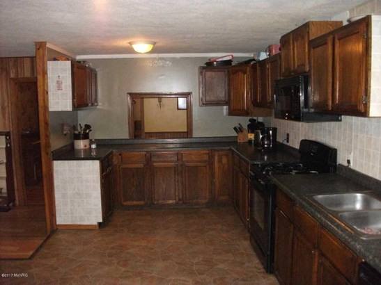 Single Family Residence, Bi-Level - Holton, MI (photo 4)