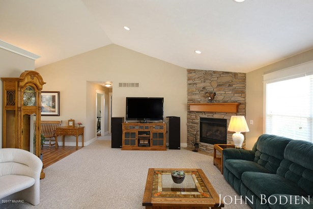 Single Family Residence, Ranch - Byron Center, MI (photo 4)