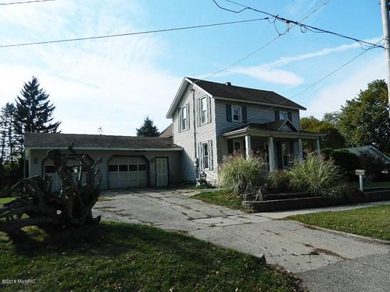 Cape Cod, Single Family Residence - Belding, MI (photo 2)